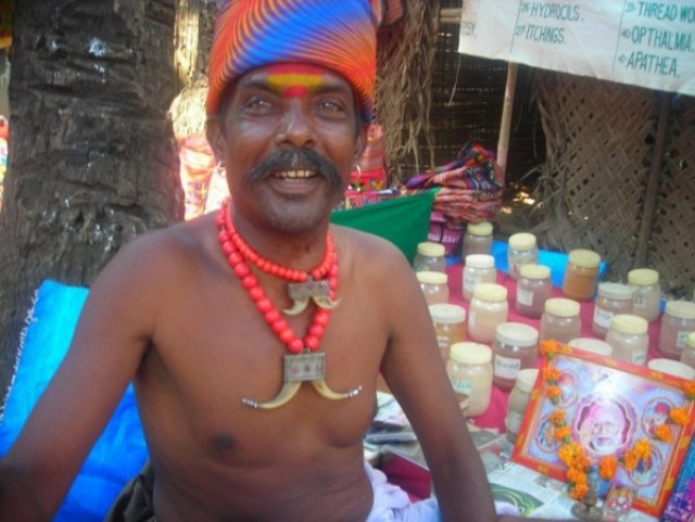 Профессор аюрведы рынок Анжуна, Индия
