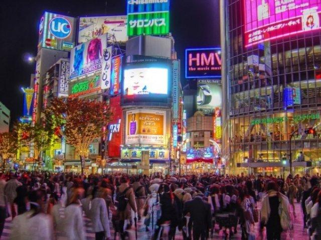 Перекресток на Шибуе, Токио, Япония
