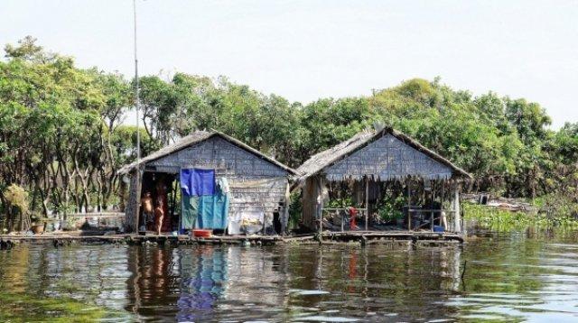 Вьетнамская деревня на озере