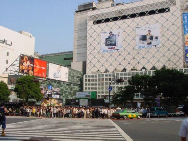 Перекресток на Шибуе днем, Токио, Япония