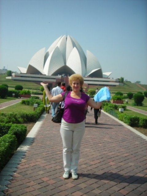 Бахаитский храм у меня на ладонях, Индия