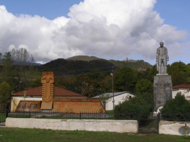 Деревня Ванг, памятник павшим героям