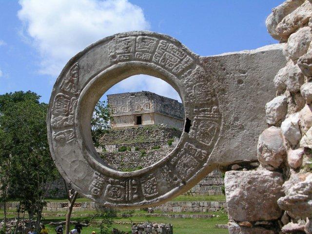 Кольцо для игры в мяч, Мексика