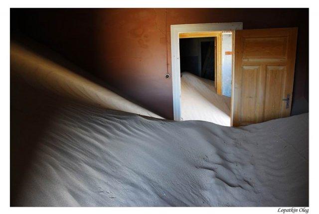 Kolmanskop (заброшенный город искателей алмазов, расположенный под Luderitz )