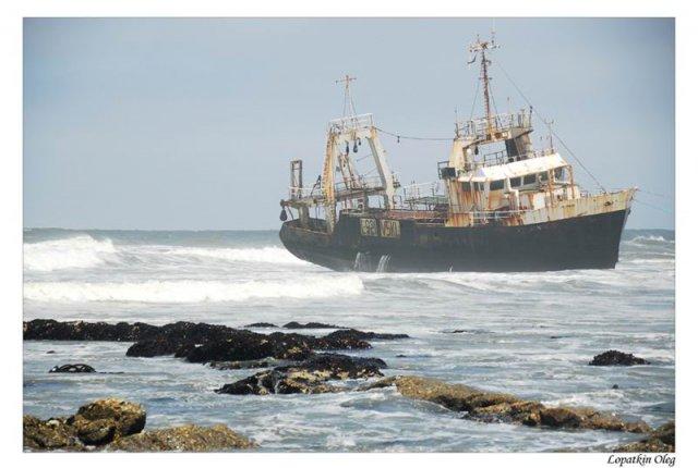 Заброшенное рыбацкое суденышко под Walvis Bay