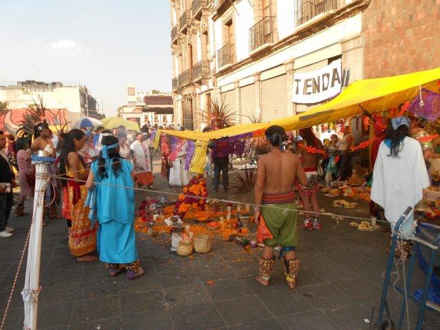 Церемония нео-ацтеков в День Мертвых, Мексика