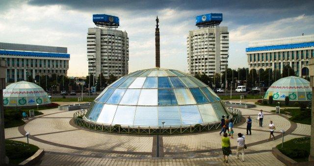 Новая площадь и Монумент Независимости, Алматы