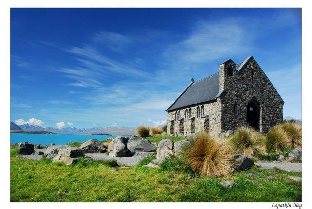 Небольшая церквушка на берегу озера Текапо, Новая Зеландия