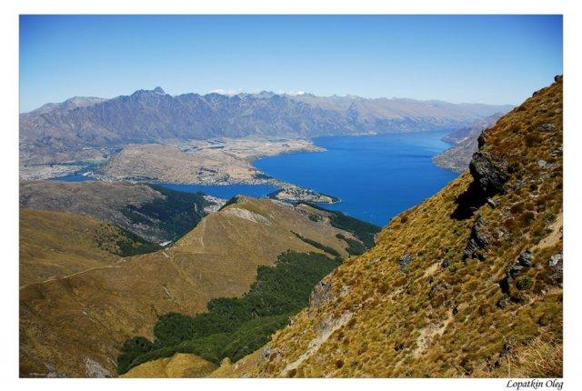 Вид на Квинстаун со склона вершины Бен Ламонд, Новая Зеландия
