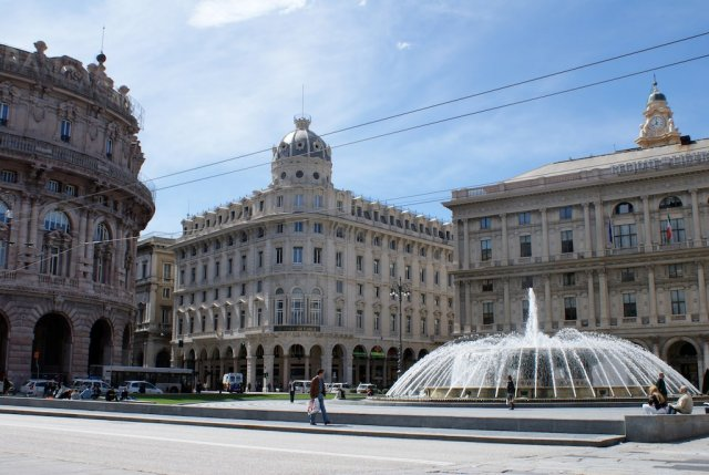 Площадь де Феррари, Генуя
