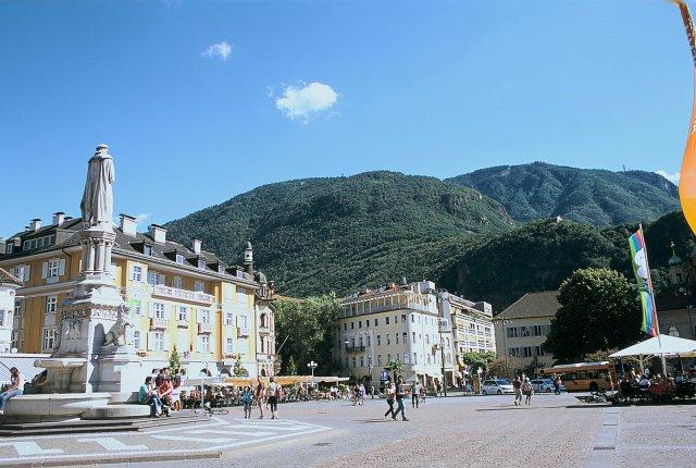 Площадь Вальте, Больцано