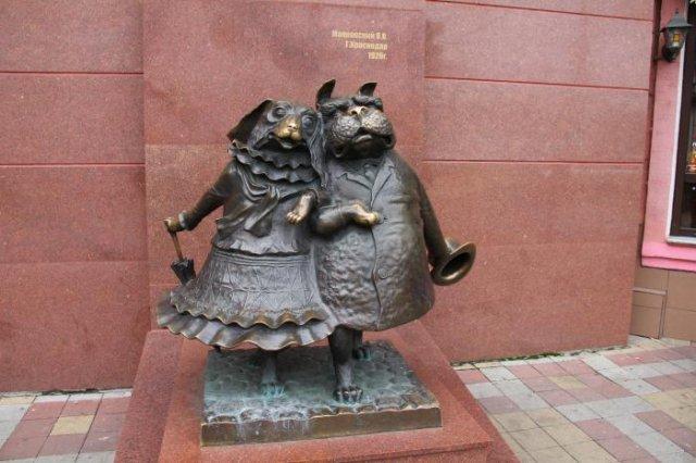 Скульптура «Гуляющие собачки», Краснодар