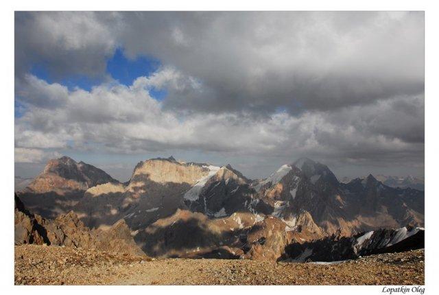 Виды на Фанские горы с перевала Чимтарга, 4600 м