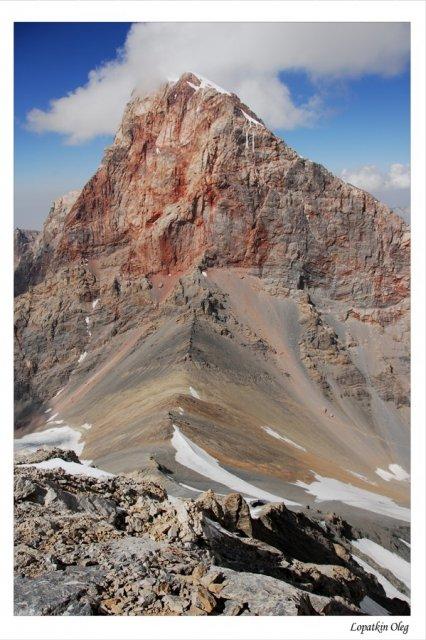 Вид на перевал Чимтарга и одноименную вершину с пика Энергия