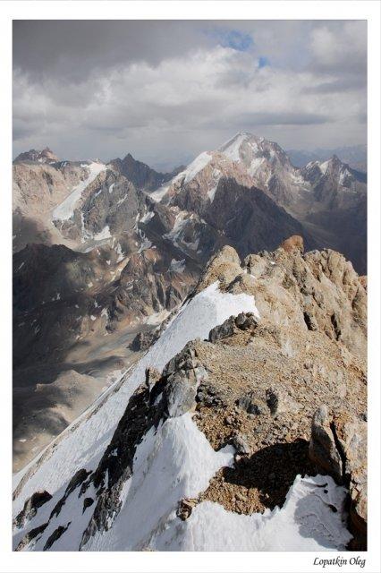 Вид на Фанские горы с  вершины Энергия 5100м