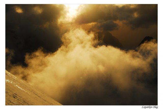 На спуске с вершины Энергия,  после снежной бури