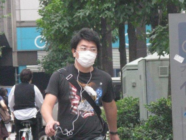 Япония в марлевых повязках