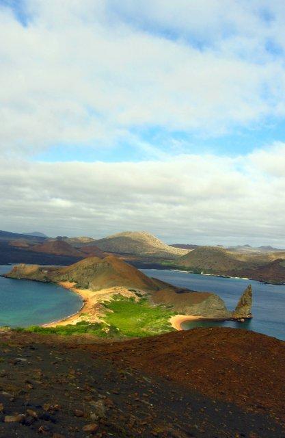 Вид на Бартоломе с вершины горы, Галапагосы