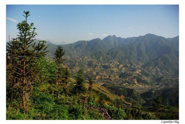 Вид на окрестности Сапы с горы Пасть Дракона