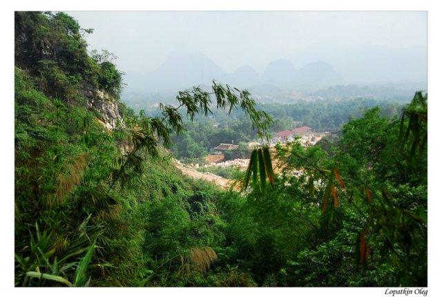 По пути к местам добычи корундов и шпинели, расположенных в джунглях