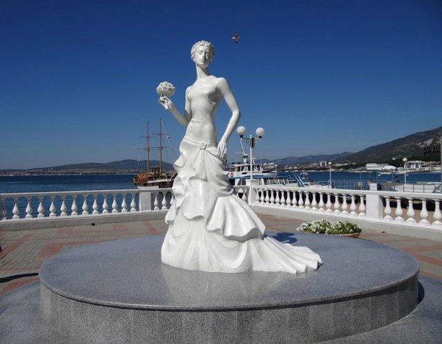 Скульптура «Белая невеста», Геленджик