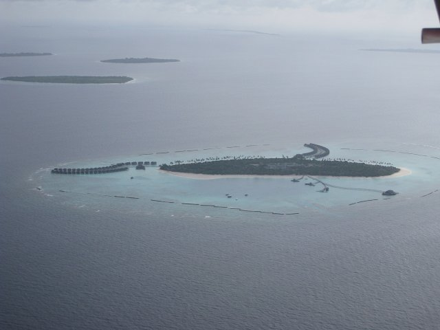Вид на Мальдивы из гидросамолета
