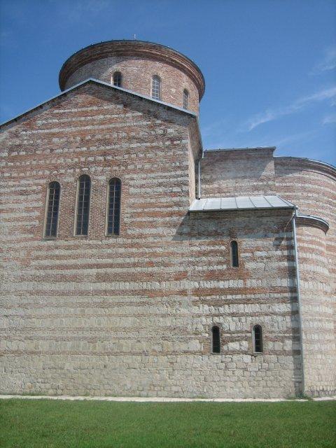 Храм в центре Пицунды, Абхазия