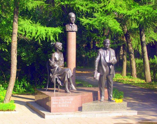 Памятник Гумилевым и Ахматовой. По - моему очень достойный