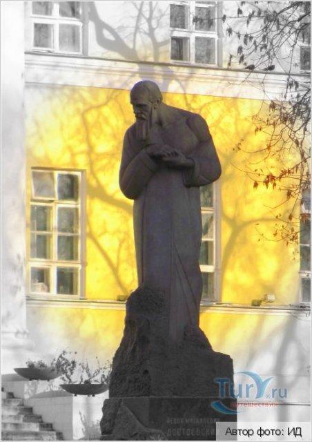 Достоевский с руками Вертинского