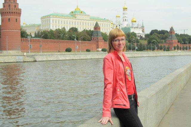 г. Москва. На фоне кремлёвской стены