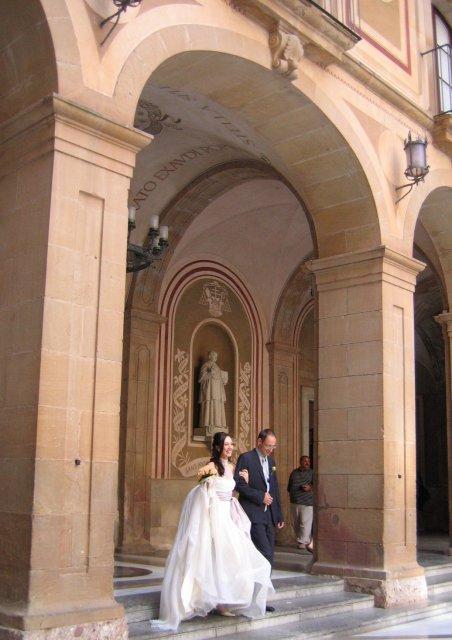 На счастье! Фото свадьбы в Монтсеррате!