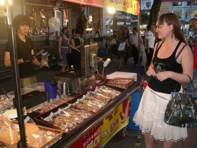 На рынке Мьеонгдонг, Южная Корея