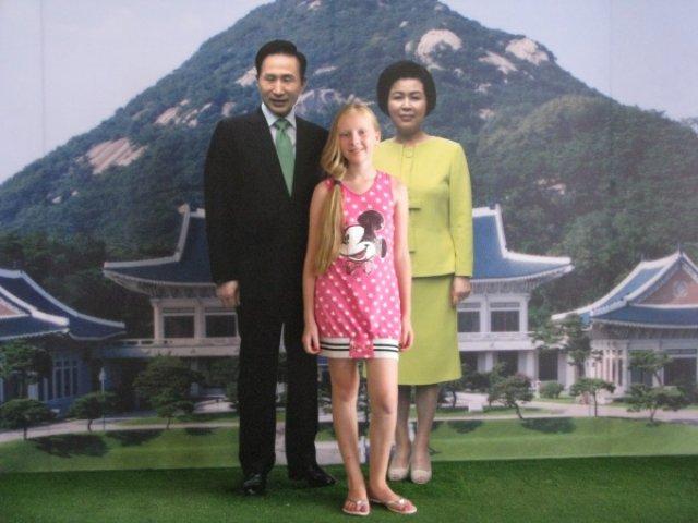 Фото с президентом Южной Кореи и его супругой