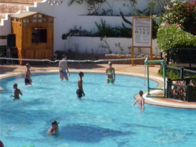Водный волейбол в отеле
