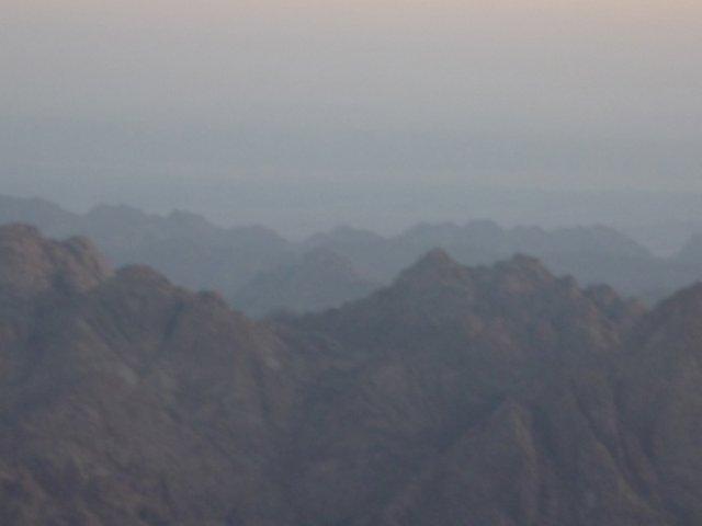 Вид с горы Моисея на соседние горы Синайского полуострова