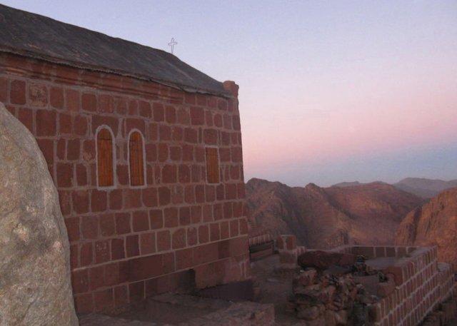 Часовня Святой Троицы на вершине горы Моисея