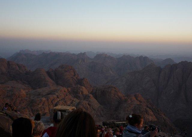 Туристы и паломники на горе Моисея