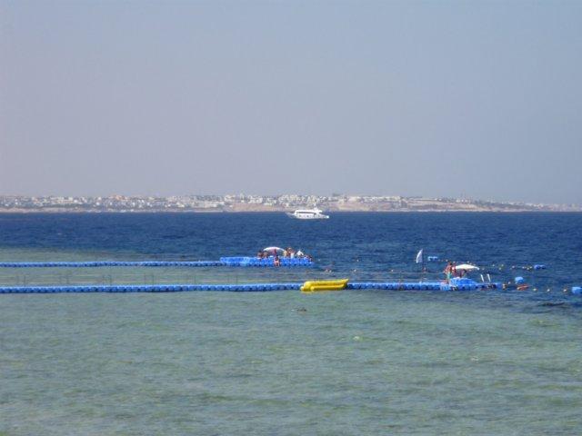 Соседние пляжи других отелей