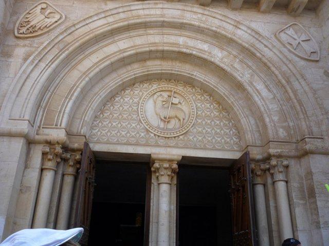 Главный вход в церковь Христа Искупителя