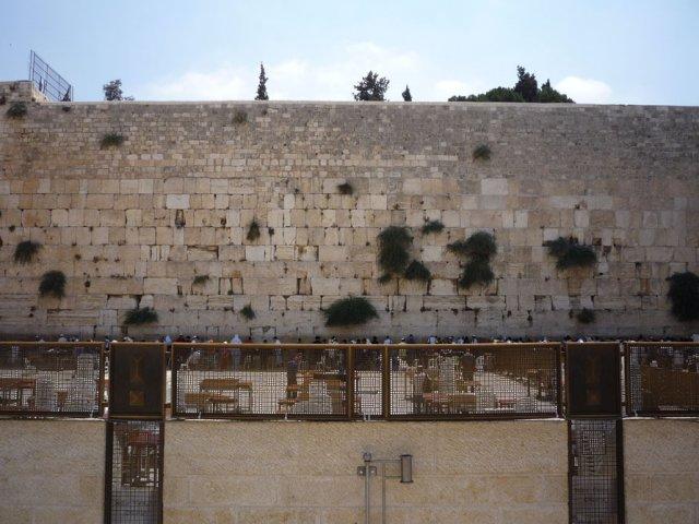 Стена Плача - основная святыня для иудеев
