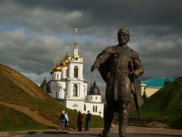 Вид на успенский собор от памятника Юрию Долгорукому