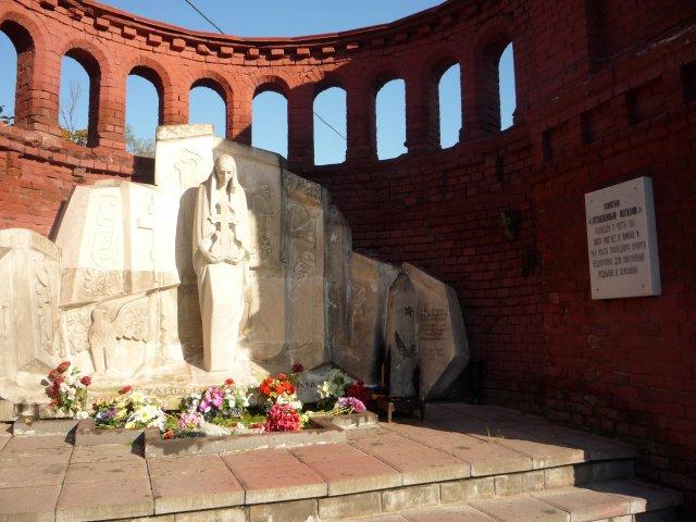 Памятник оставленным могилам.
