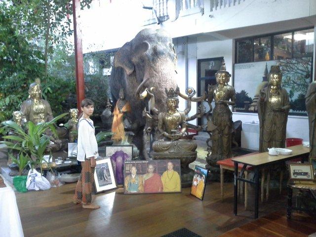 в буддистском храме в г.Коломбо