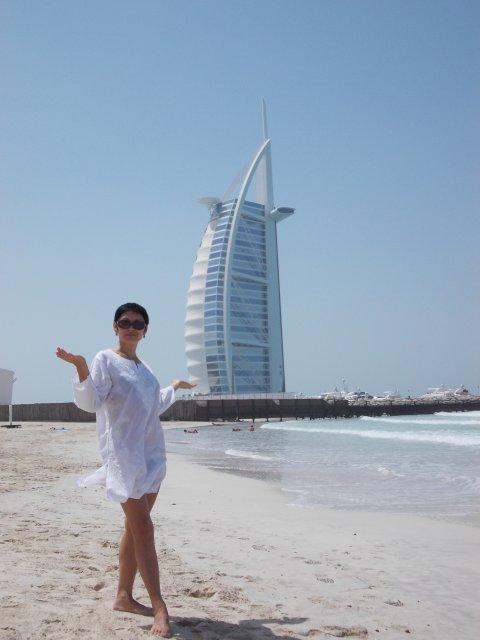 конечно, на фоне отеля аля Бурдж араб 7*