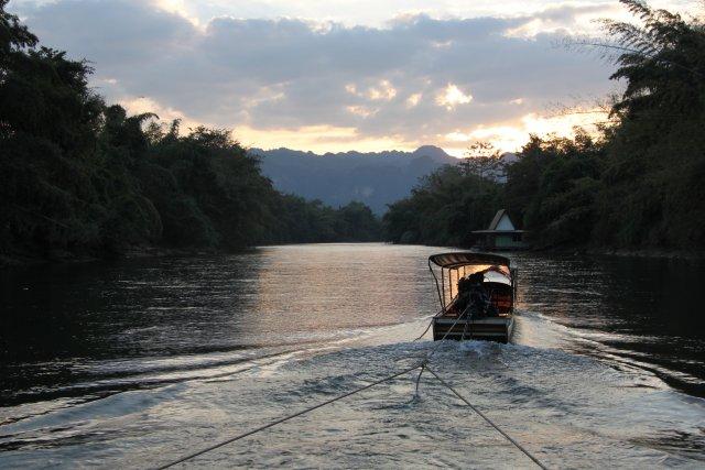 на джунгли надвигается ночь, а мы скоро будем сплавляться!