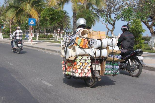 на мотобайках не только ездят, но и перевозят грузы