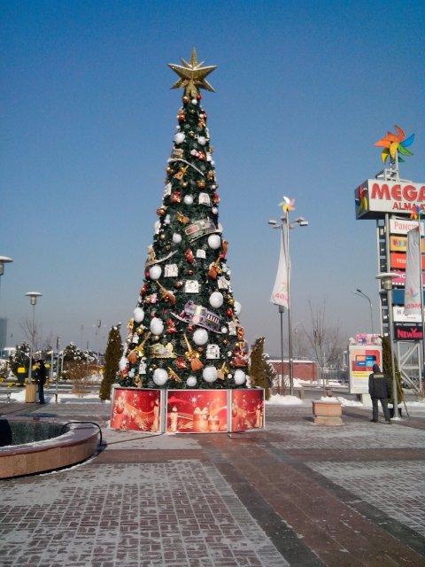 "Новогодняя Ёлка у торгового центра ""Икея"""