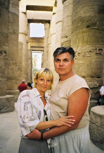 Николай Ващилин с Еленой в луксорском замке.1999