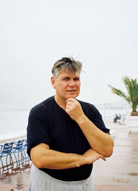 Николай Ващилин на Английской набережной в Ницце.2001