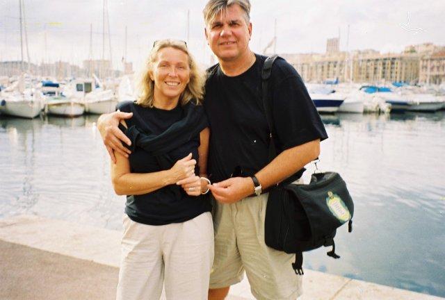 Николай Ващилин со спутницей в Старом порту Марселя. 2001